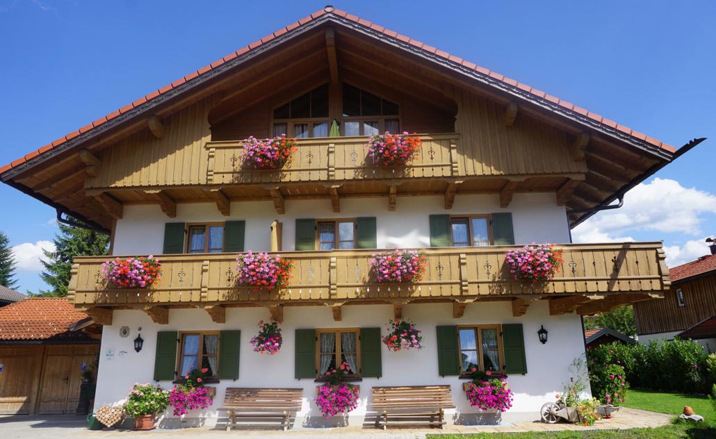 Ansicht Ferienhaus Kobinger im Sommer